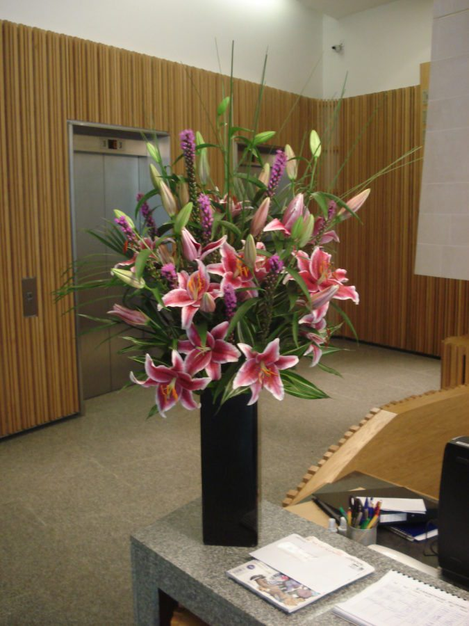 Office-flowers-pink-lilies-and-liatrus
